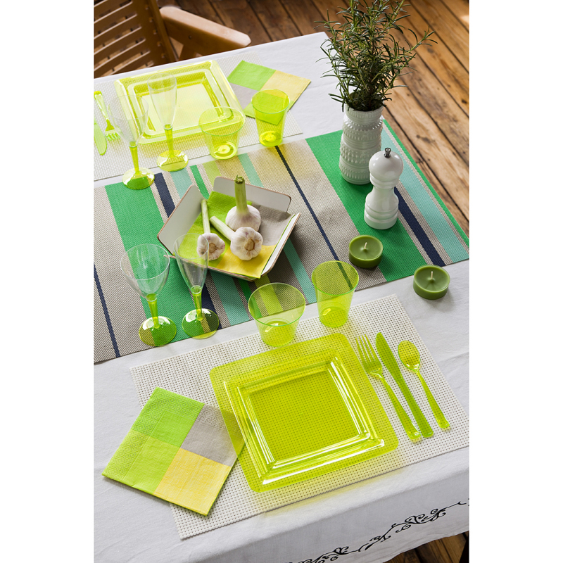 assiette carr e en plastique vert anis 23 cm. Black Bedroom Furniture Sets. Home Design Ideas